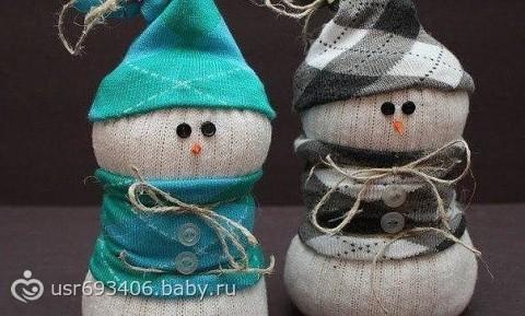 Снеговички из носочков:)
