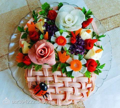 Оригинально украшенные салаты с