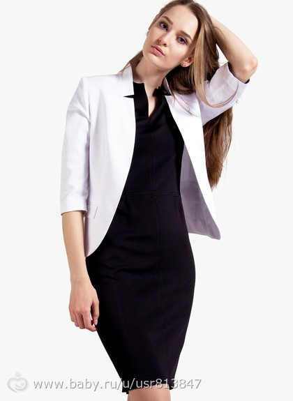 Белый пиджак и черное платье