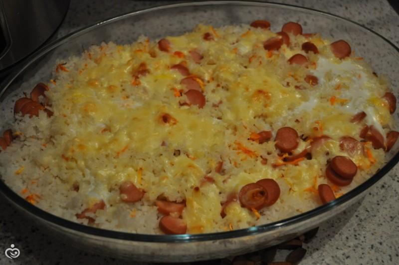 Запеканка из риса с сосисками