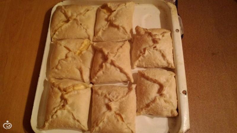 ленивые хачапури, или самые простые слойки с творогом и сыром
